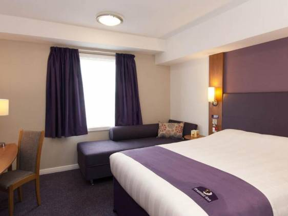 Premier Inn Heathrow Bath Road